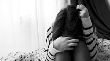 alone-crying-girl-stress-deep-lonely-love-hurts
